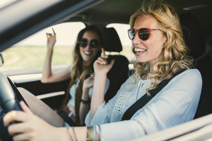 amigas en el coche